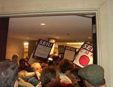 2008 seiu in protest at conference 250 image