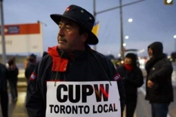 CUPW picketer demands fair treatment from Canada Post