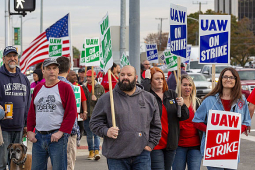Workers on the GM picket lines with signs.